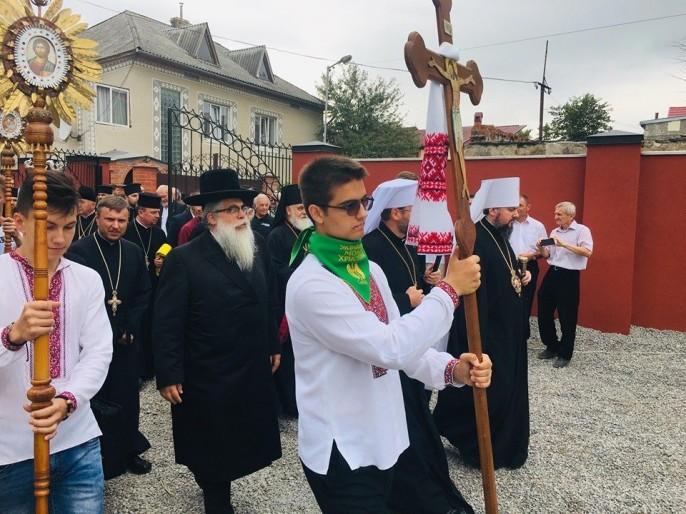 Непостижимый сюр: главный раввин торжественно открыл памятник убийцам евреев