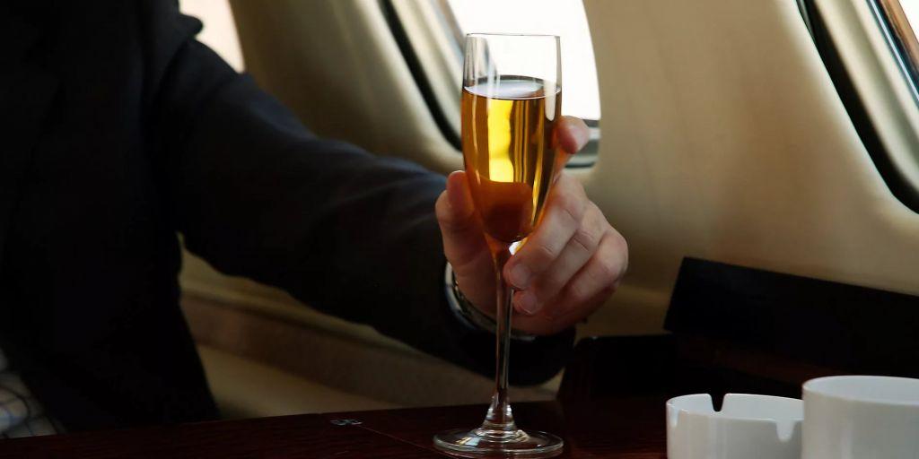 Правила провоза вина в самолете (багаже и ручной клади)