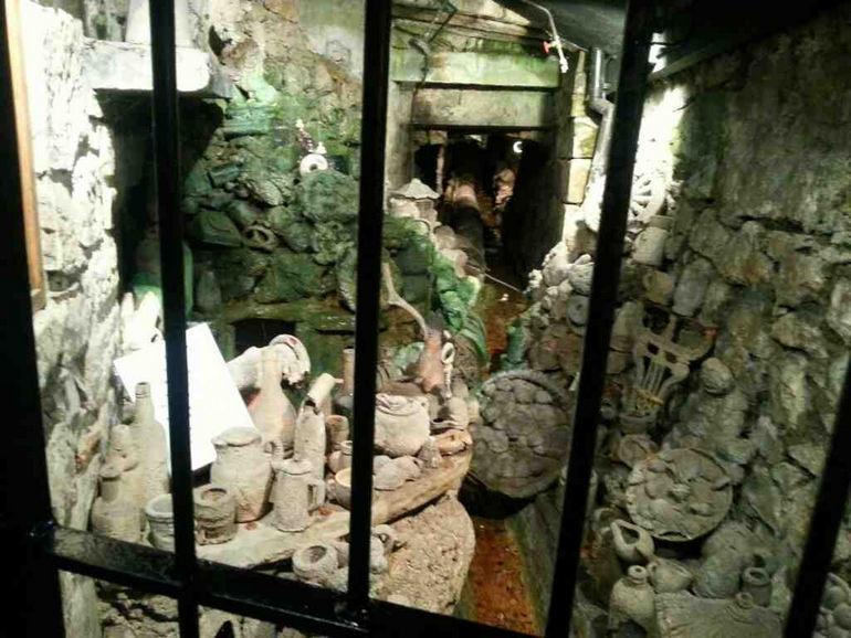 Источник в Нерсборо, словно Медуза Горгона, превращает объекты в камень (Великобритания)