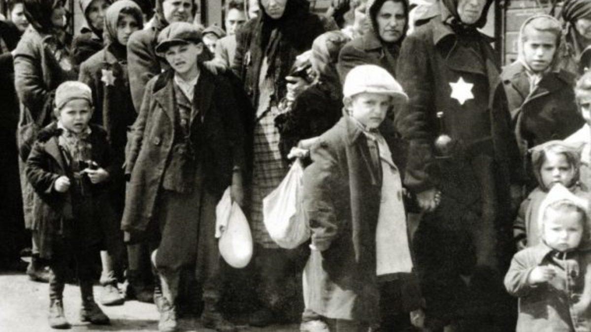 Появятся ли в Польше памятники тому, кто выселил от туда евреев? И если да, то когда?