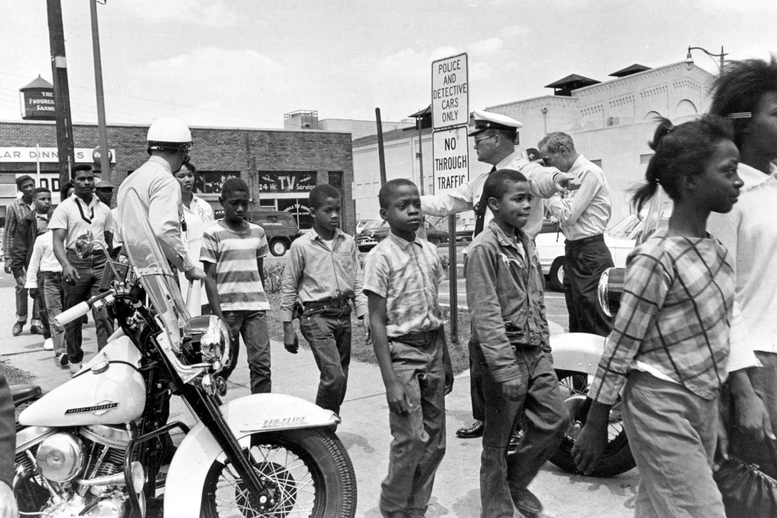 """Сегрегация в США. В 60-е годы 20 века, таблички """"Только для белых"""" были обыденностью"""