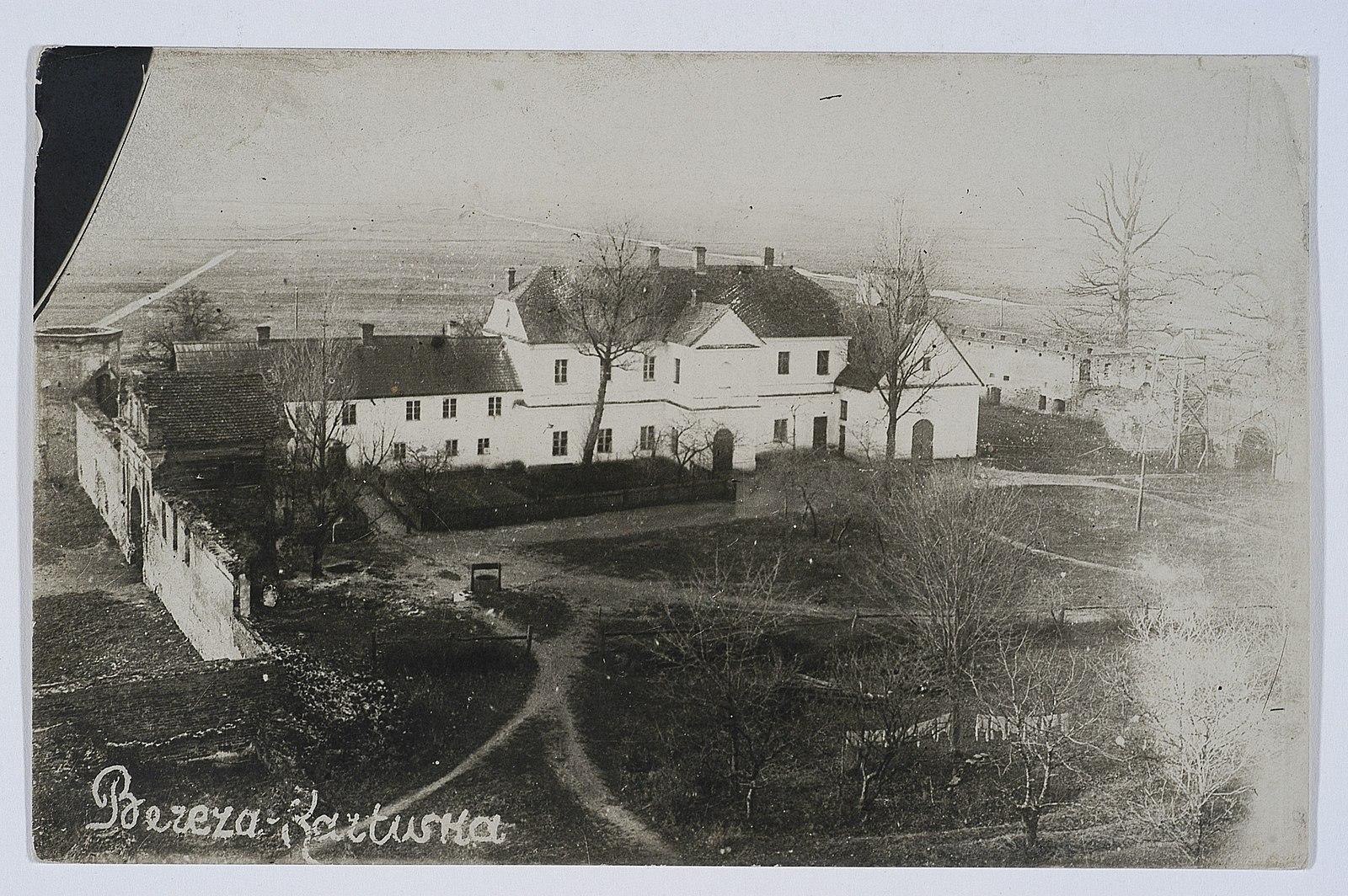 В довоенной Польше существовал свой собственный концентрационный лагерь в Березе-Картузской