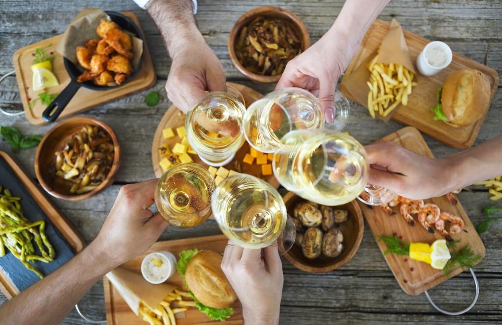 Как правильно подобрать вино к еде и еду к вину?
