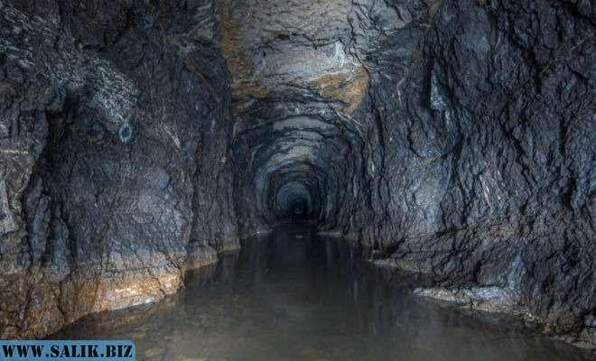 Бесконечный тоннель в Уральских горах: черные копатели шли три часа под землей.