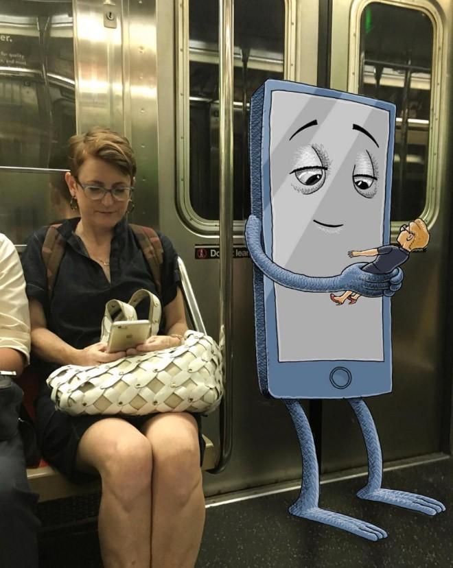 Художник пририсовывает монстров к незнакомцам в метро. Получается смешно