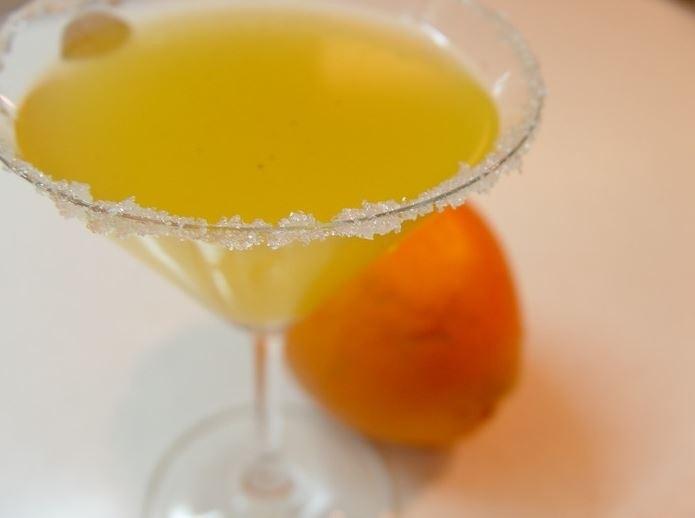 В отличие от других настоек, апельсиновому ликеру нужно несколько часов, чтобы настояться