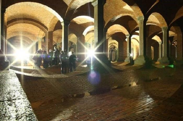 Во время обслуживания резервуара в него пускают журналистов (Лодзь, Польша). | Фото: polomedia.ru.