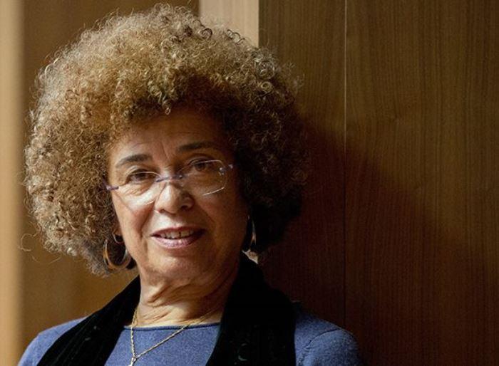 Сейчас Анджела Дэвис – правозащитница и борец за права заключенных | Фото: aif.ru