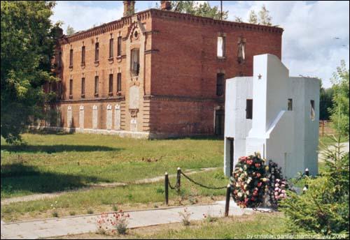 Советский обелиск, поставленный на месте бывшего концлагеря в 1962 году