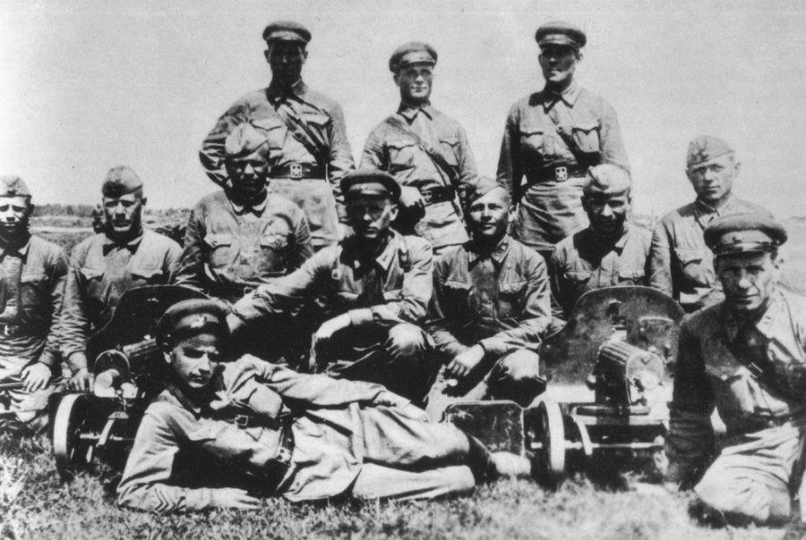 Как 33 красноармейца остановили наступление 250 вражеских танков.
