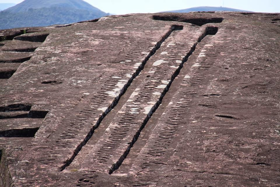 «Пластилиновая» гора Эль-Фуэрте в Боливии