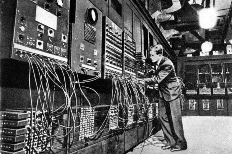 ENIAC, США 1946 г (электрический числовой интегратор и калькулятор)