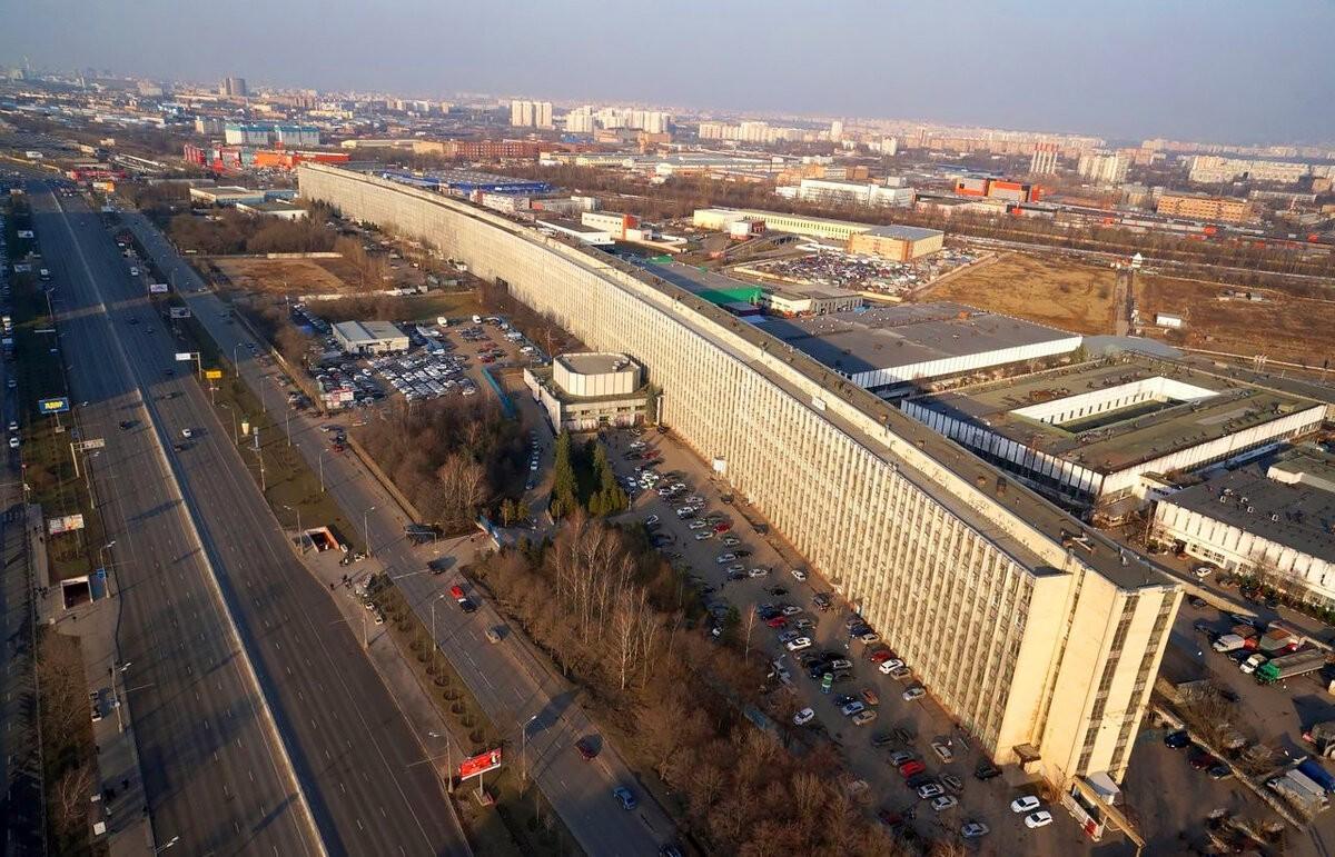Здание НИЦЭВТ на Варшавском шоссе в Москве длиной более 720 метров