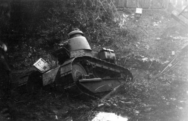 Польский танк, застрявший в грязи. Сентябрь 1939