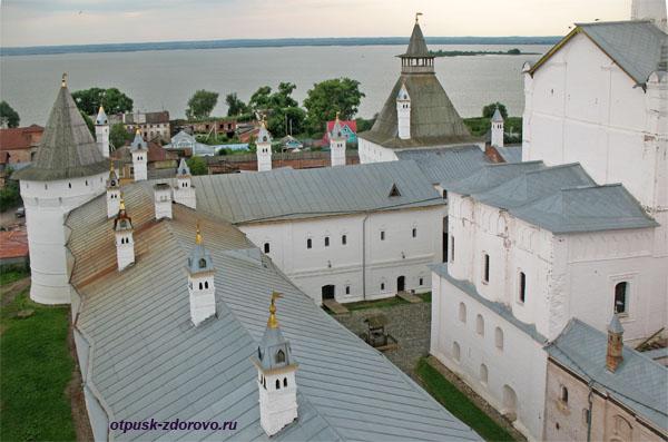 Башенки на крышах Ростовского Кремля