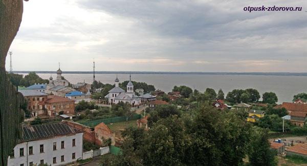 Вид со Смотровой башни Кремля на Ростов