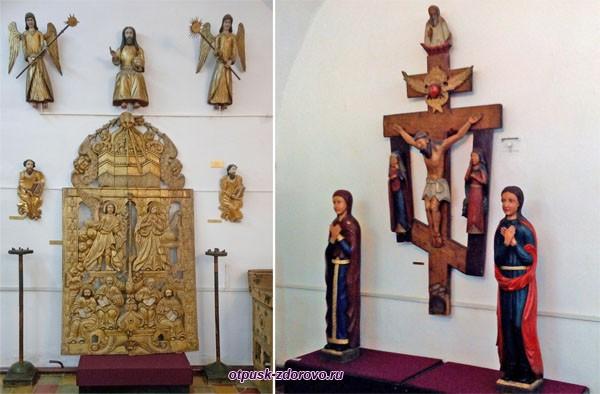 Иконостас и распятие в музее Белой Палаты Ростовского Кремля