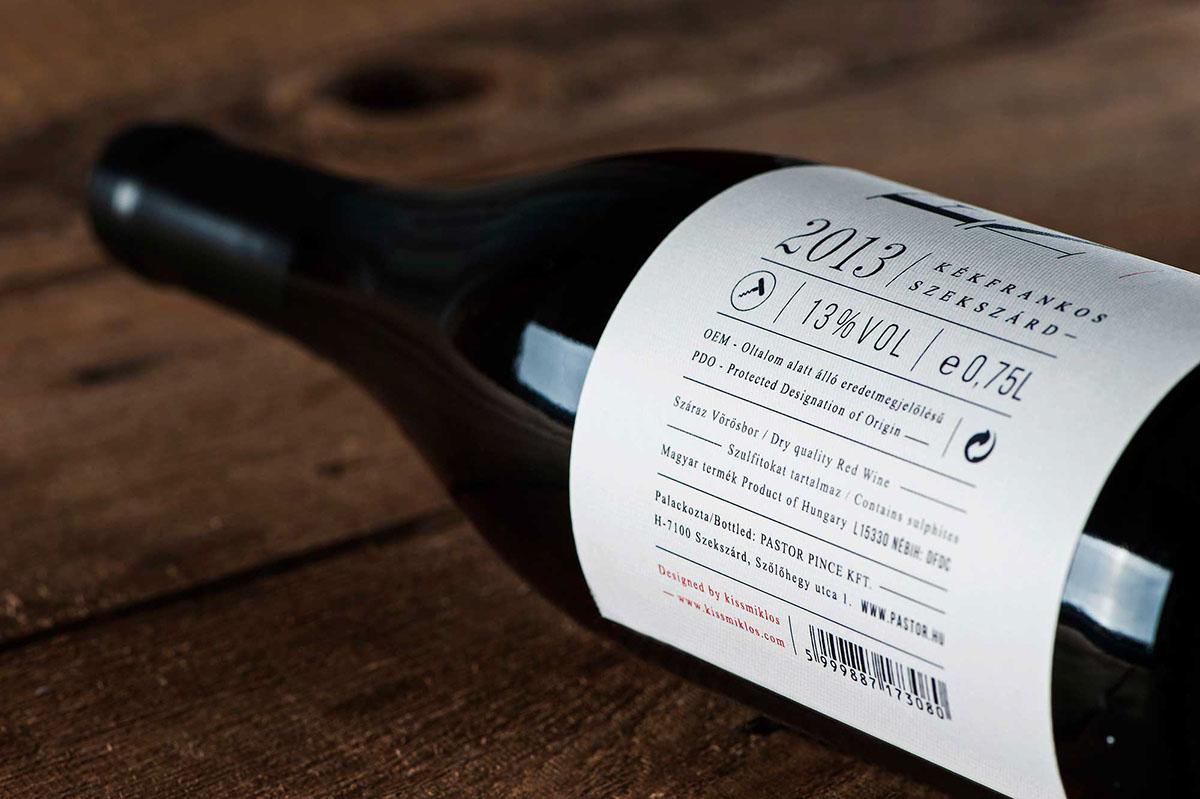Надписи-обманки на бутылке вина