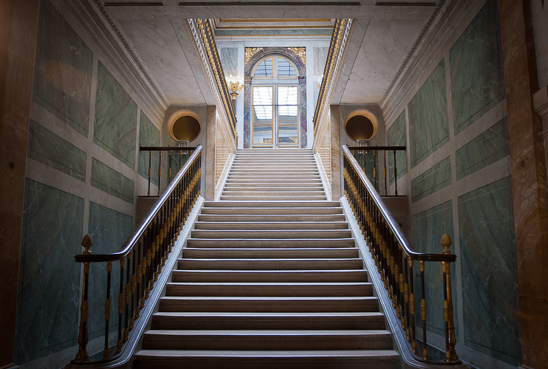 Людовик XV: вверх по лестнице, ведущей вниз