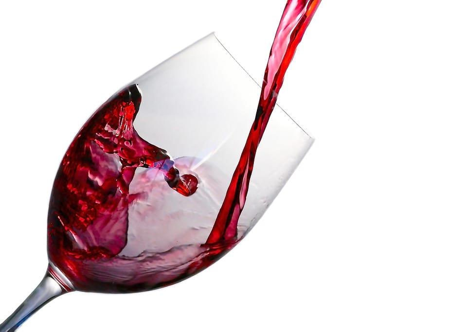 Ученые открыли еще одно полезное свойство красного вина...