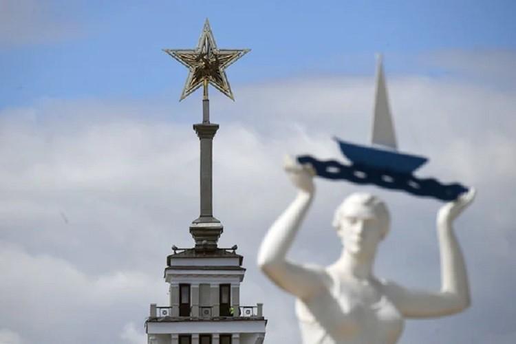 Легендарную советскую звезду вернули на историческое место Северного речного вокзала Москвы