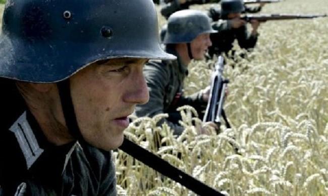 кадр из немецкого фильма «Наши матери, наши отцы»