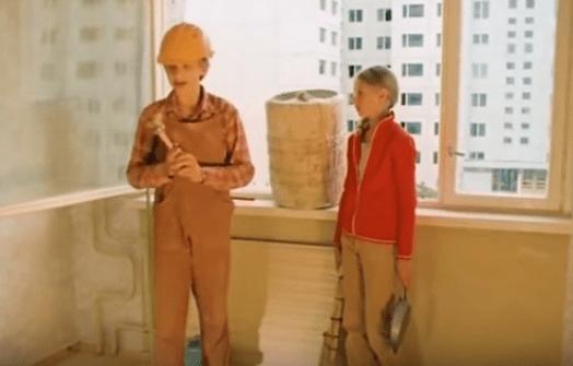 """Кадр из фильма """"Выше радуги"""".  Мои ровесники вкалывают на стройке."""