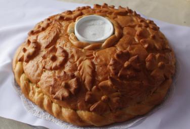 Хлеб-соль на русской свадьбе