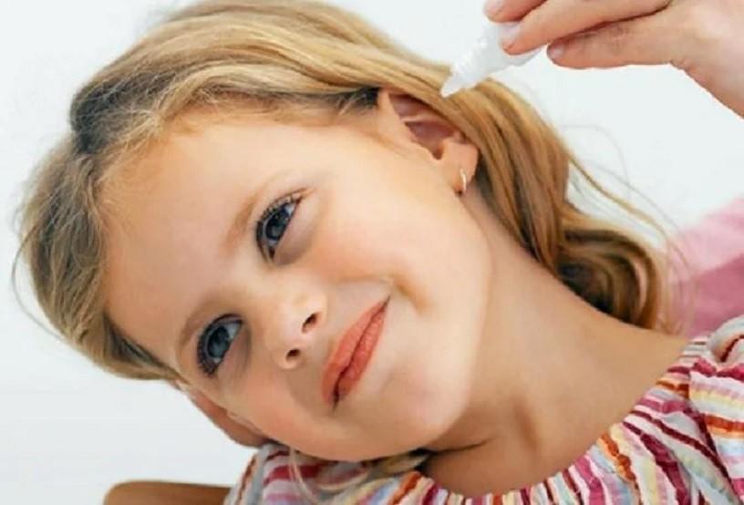 Как почистить уши перекисью водорода в домашних условиях. Зачем нужна ушная сера.
