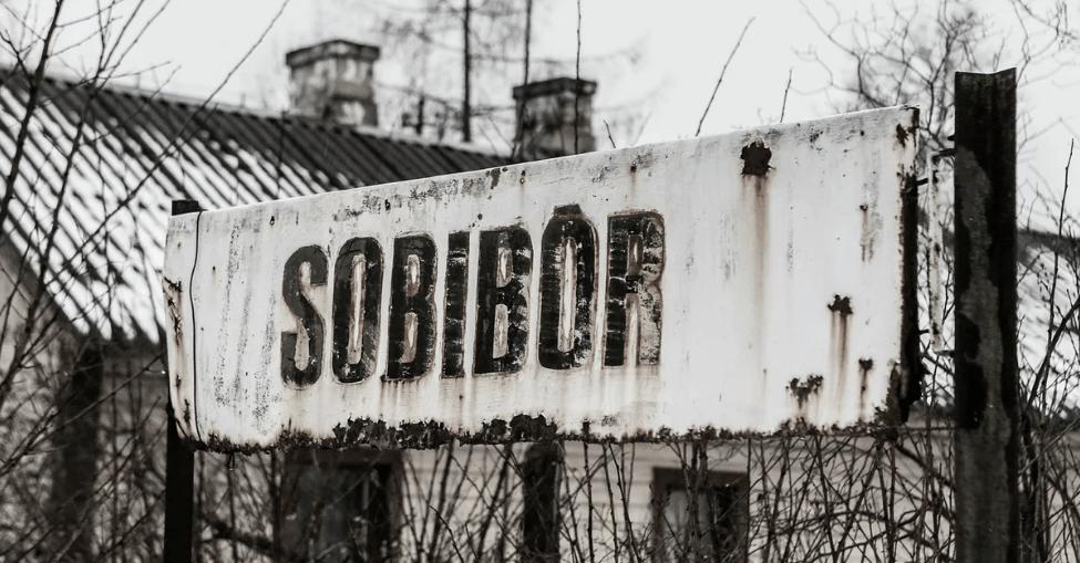 Неудобная правда Собибора. Бежавших узников лагеря смерти Собибор ловили и уничтожали местные жители!