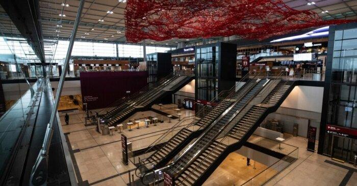 Странность интерьера нового аэровокзала.   Фото: uaport.net.