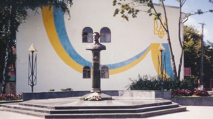 Проклятие Габсбургов висит над Украиной. Символ австрийских Габсбургов - символ измены.
