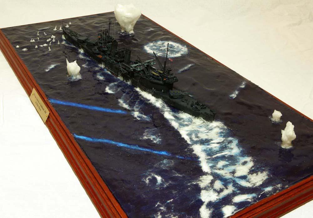 Корабль по волнам на столе
