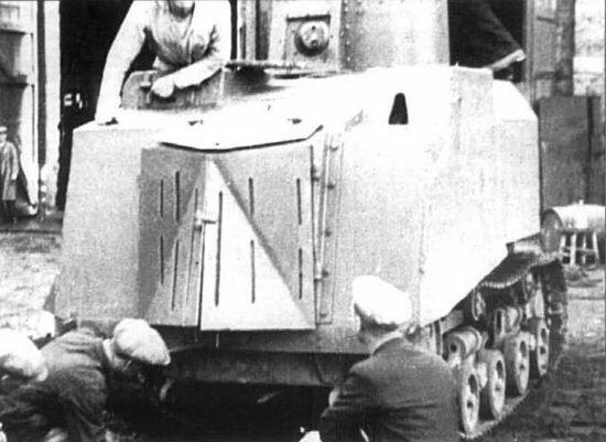 У бронетрактора НИ-1