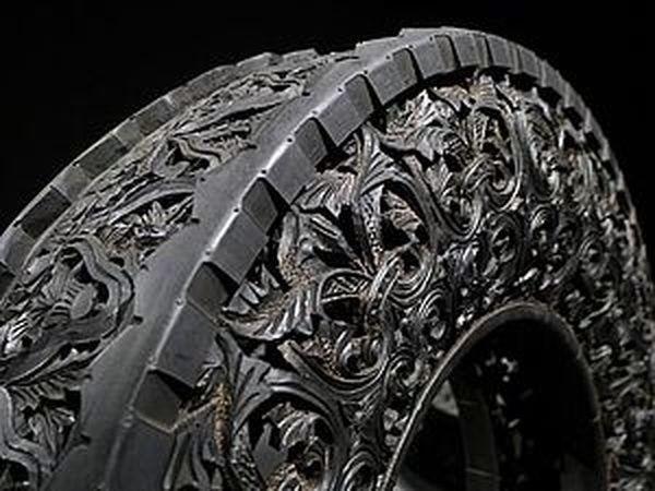 Резьба по автомобильным шинам от художника Wim Delvoye. Искусство или хобби