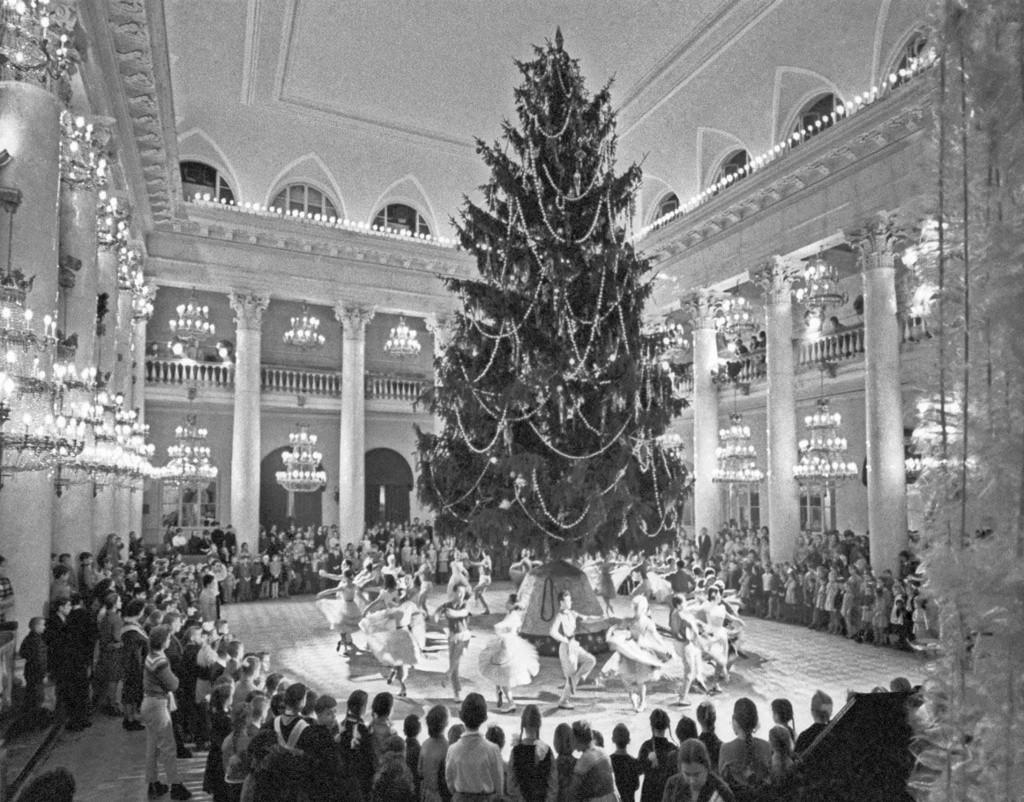 Новогодняя елка в Колонном зале в Москве.jpg