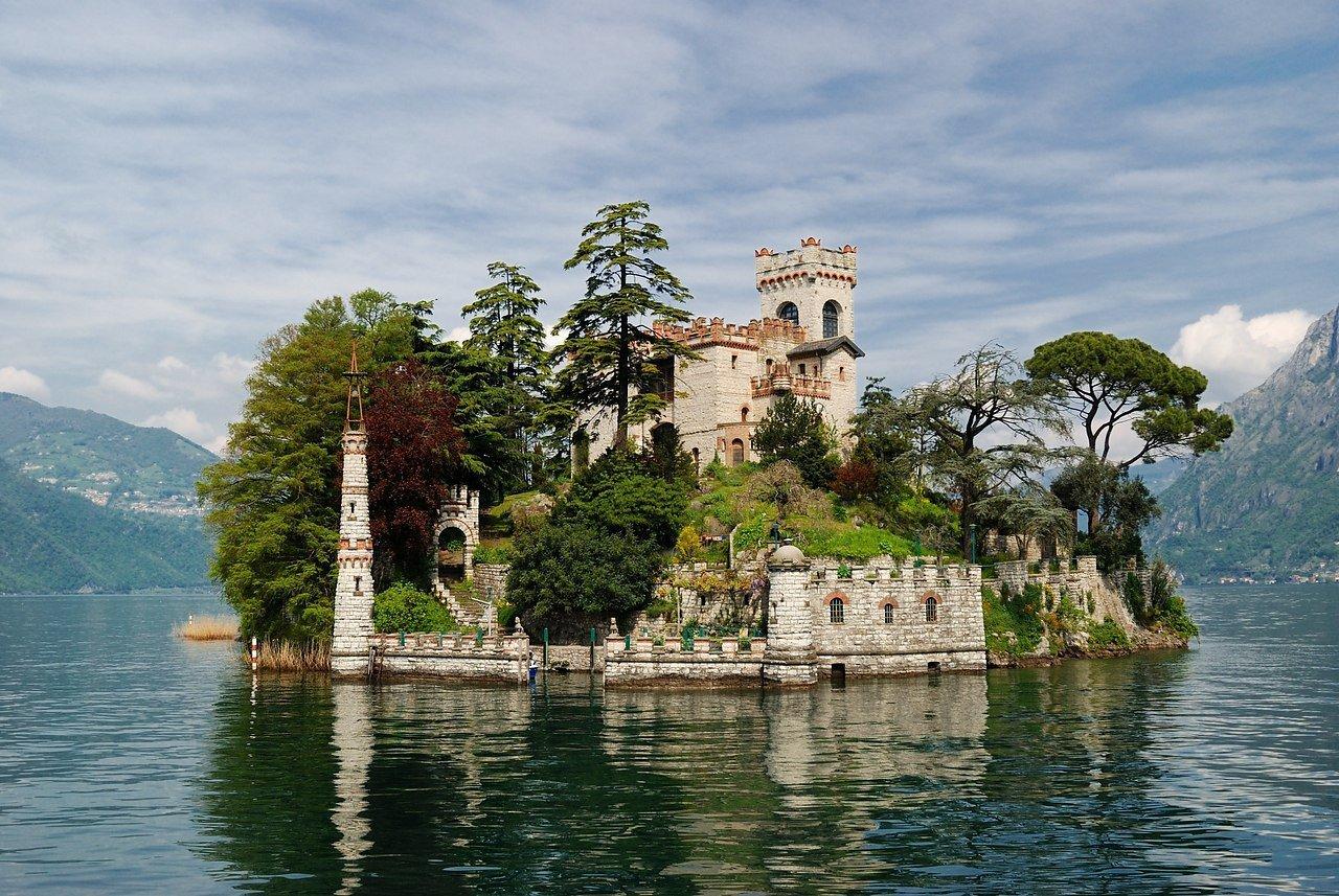 Замок на острове Лорето