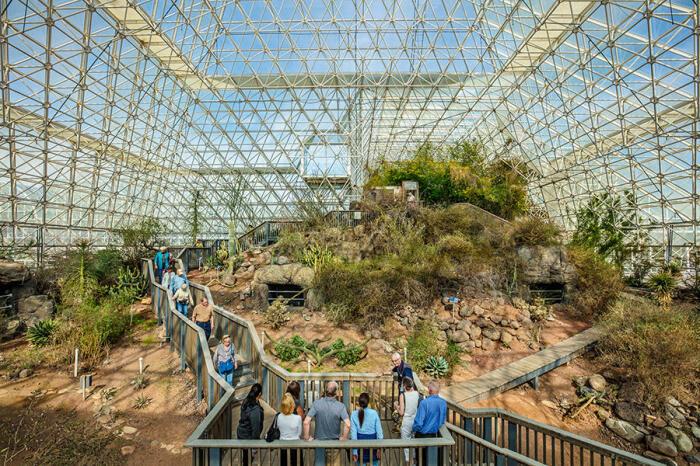 Экскурсия в «Биосфере-2» – ходить можно только по дорожкам. /Фото: news.cnrs.fr