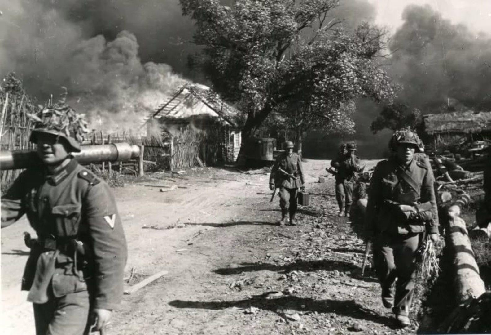Белоруссия под флагом сожженной Хатыни