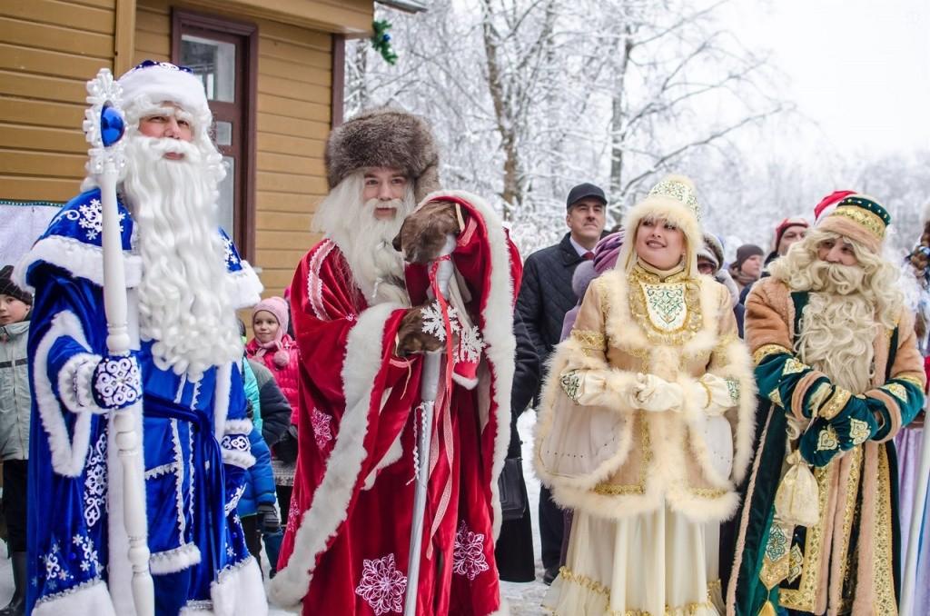 Коллеги Деда Мороза в России.jpg
