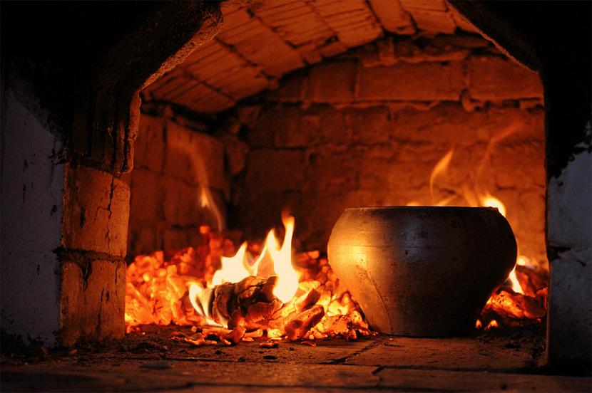 Приготовление пищи в чугунке на углях