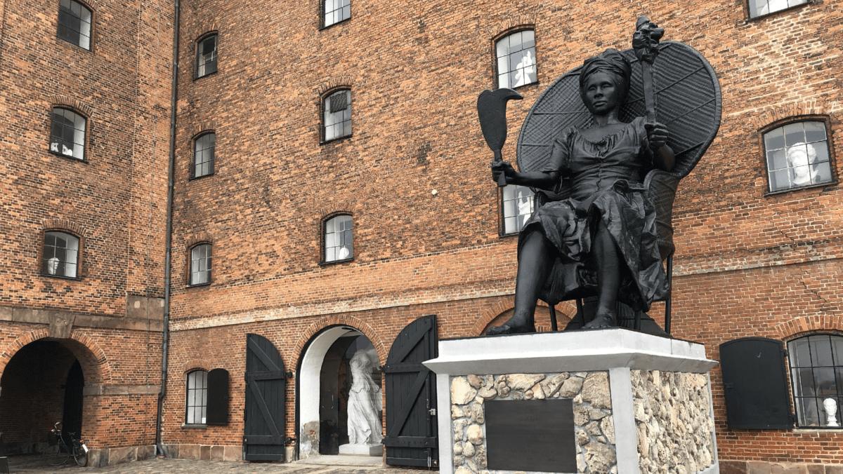 """Статуя """"Queen Mary""""."""
