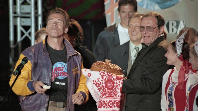 Арнольд Шварценеггер на открытии ресторана «Планета Голливуд» в Москве (1996 год)