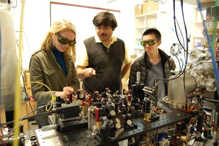 Эффект Зенона подтверждён: атомы не двигаются, если на них смотреть