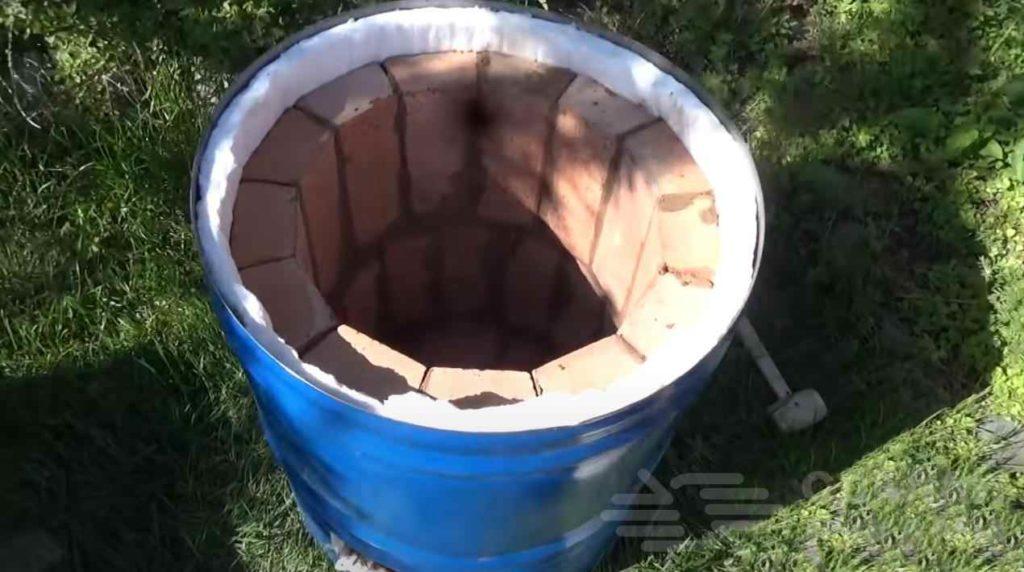 Тандырная печь из бочки и кирпичей: дачный вариант