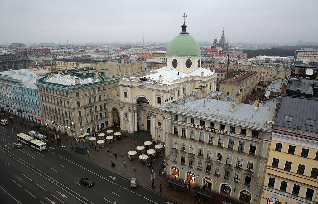 Церковь иезуитов в Санкт-Петербурге, на Невском проспекте. Она же -- базилика святой Екатерины