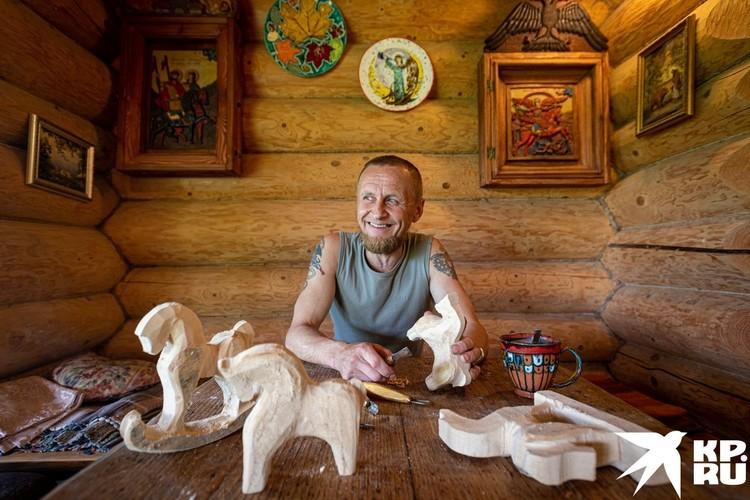 Один из нынешних гостей - мастер из Великого Устюга Николай Мартыненко