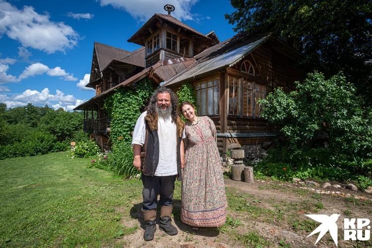 С женой Мариной у Александра очень трогательные отношения