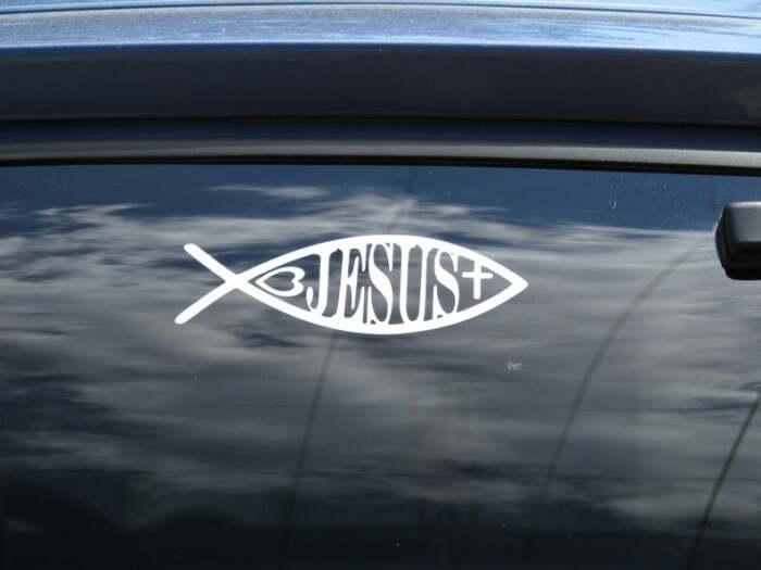 """Что означает такая """"рыбка"""" на кузове автомобиля"""