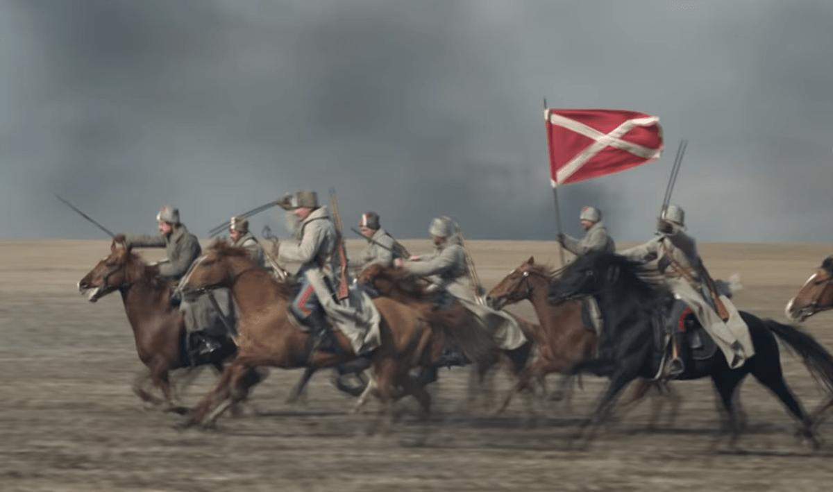 Знамя донских казаков повстанцев представляло из себя красное полотно с белым крестом
